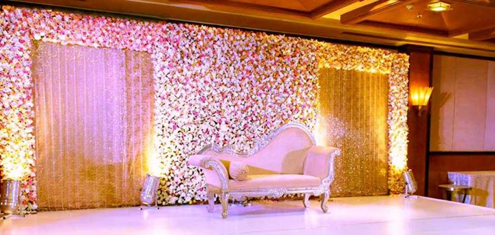 Maharashtrian Wedding Stage Decoration : Royal wedding stage decoration plans for the posh couple