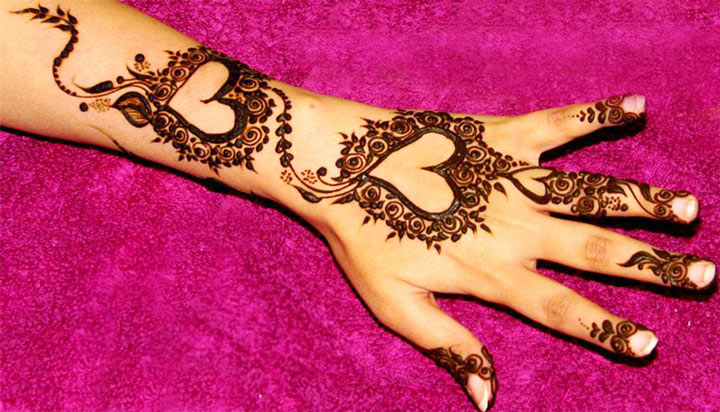 5 spellbinding heart henna designs that celebrate love rh thebridalbox com heart henna designs step by step henna heart designs simple