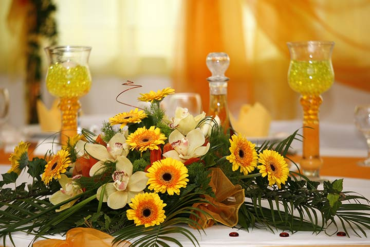 Stage decorations the bridal box 20 greatest decor ideas for the perfect wedding reception junglespirit Choice Image