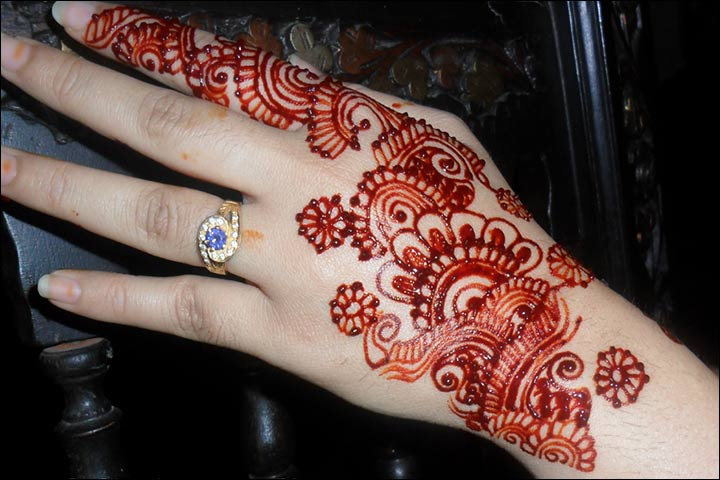 Red Mehndi Tattoo : Latest red and black mehndi designs for you