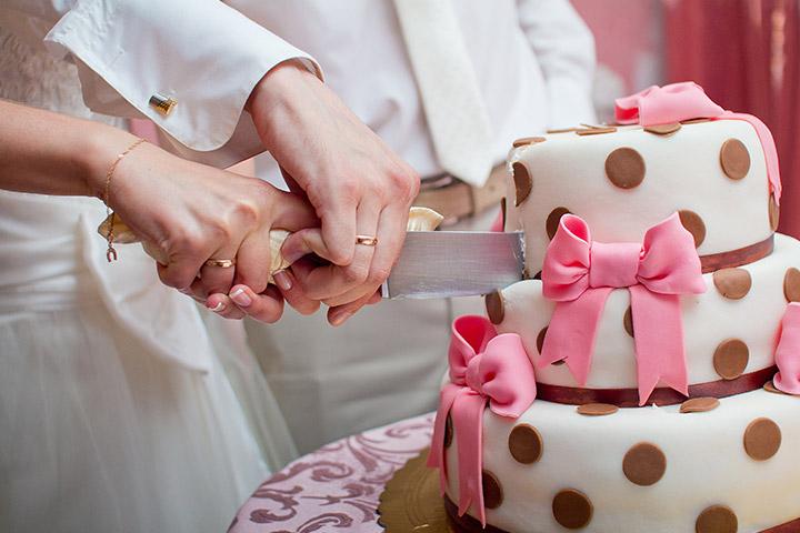 10 Perfect Wedding Cake Cutting Songs