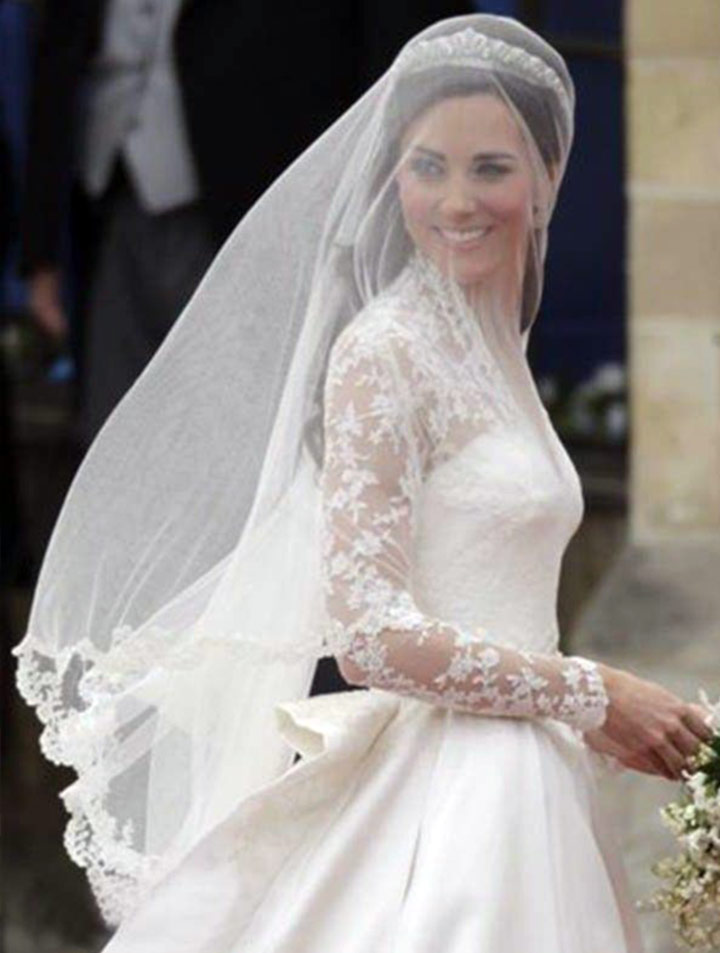 Kate middleton wedding dress dainty nuptial attire of for Wedding dress princess kate