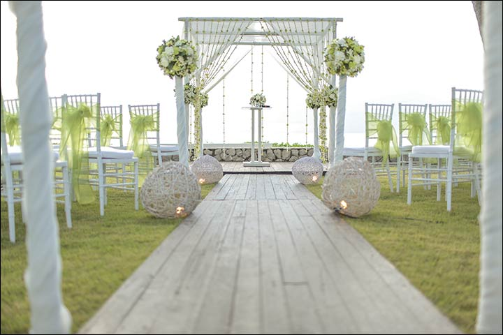 7 gorgeous wedding altar decorations that arent any ordinary backdrop wedding altar decorations and nothing like a beach junglespirit Images