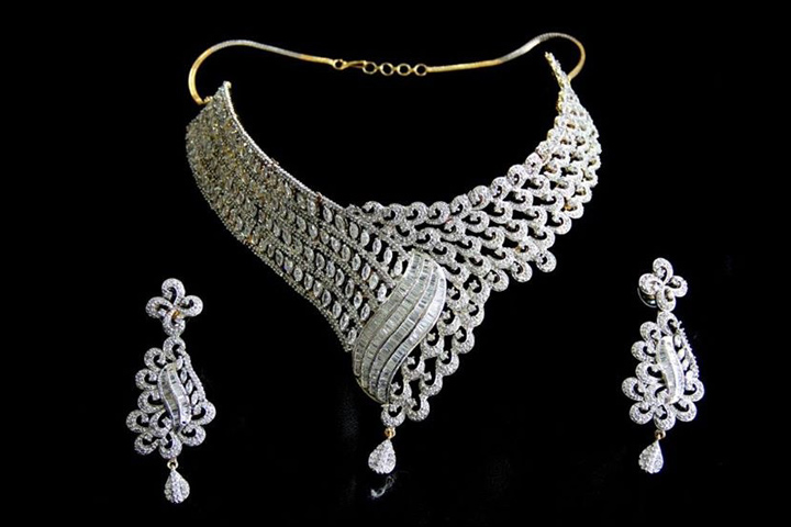 15 Mesmerizing Wedding Necklace Designs You Must Try On