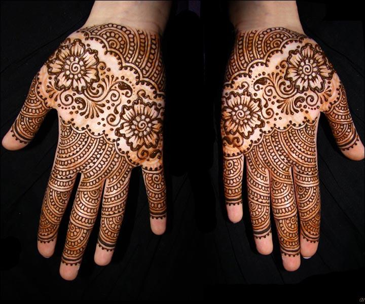 Simple-But-Stunning!-Amelia-mehndi-design
