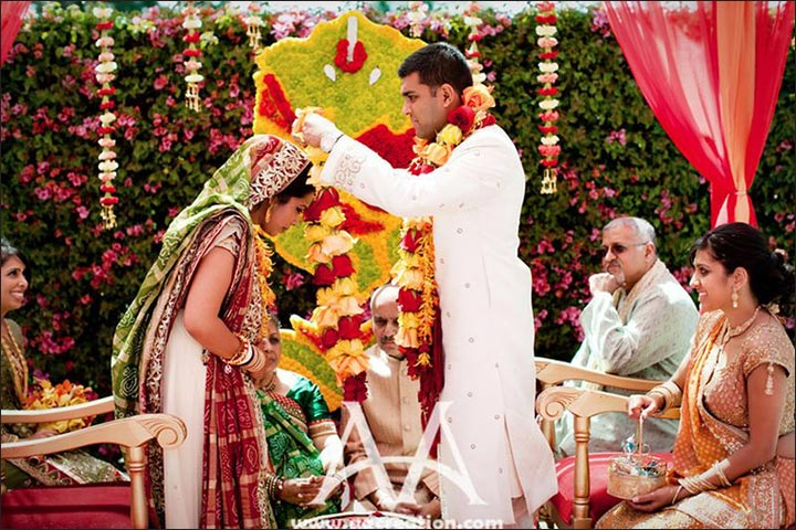 Dating and Marriage customs in Northern India - Date Culture